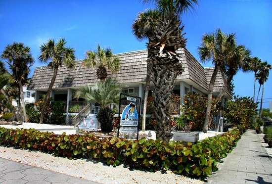 Sabal Palms Inn: Front of building
