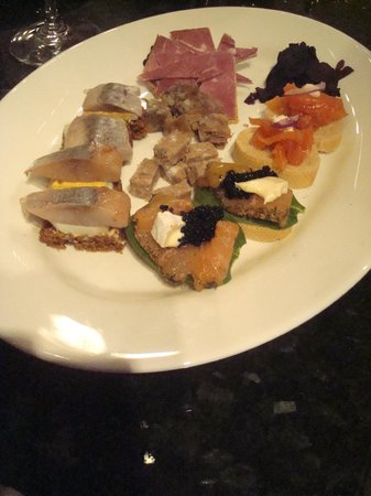 Season Tours:                   Traditional Appetizer Plate