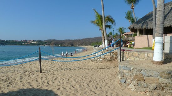 Barcelo Huatulco:                   beach area looking west