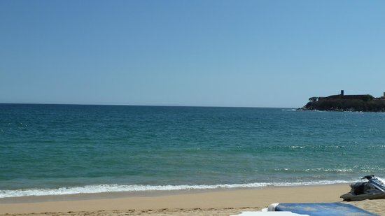 Barcelo Huatulco Beach Resort:                   Beach on a calmer day