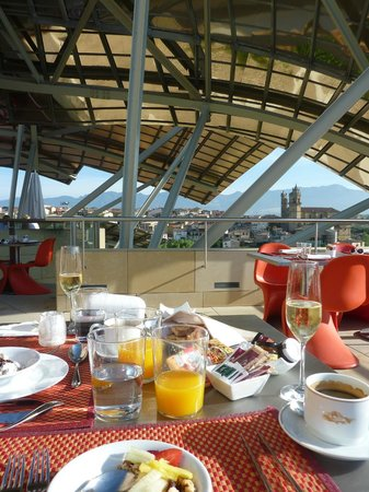 Hotel Marques de Riscal a Luxury Collection Hotel:                   Breakfast on the terrace