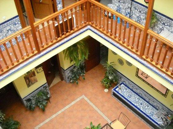 Pension Dona Trinidad:                   patio interno