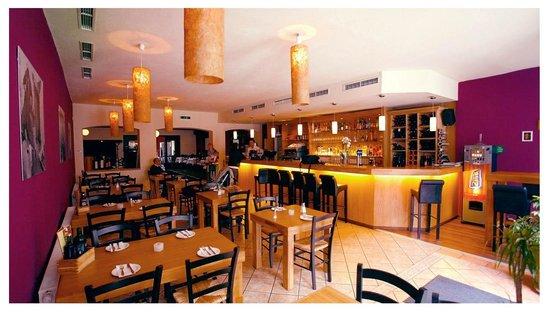 Yamas meze restaurant & weinbar: Bar-Bereich