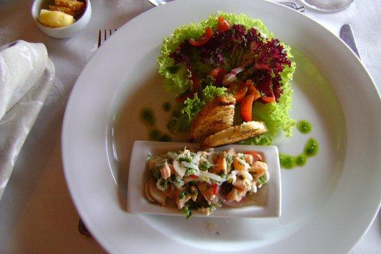 Cabaña del Lago Hotel:                   Entrada: cebiche de salmón