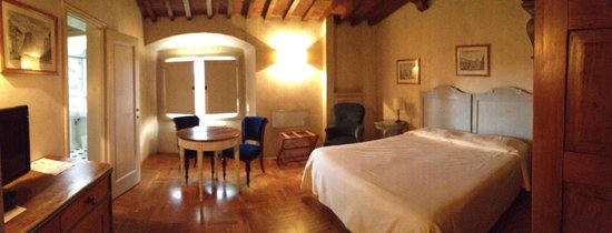 Hotel Loggiato dei Serviti:                   Panorama of bedroom