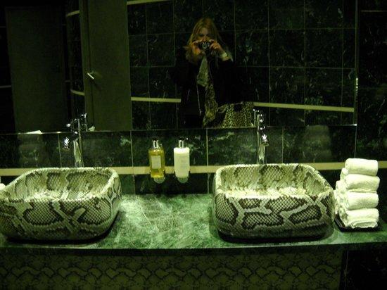 Hotel Banke:                   Baño Hotel