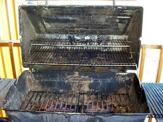 Lake Cumberland Resort:                   This is the grill they tell you is cleaned before you arrive.