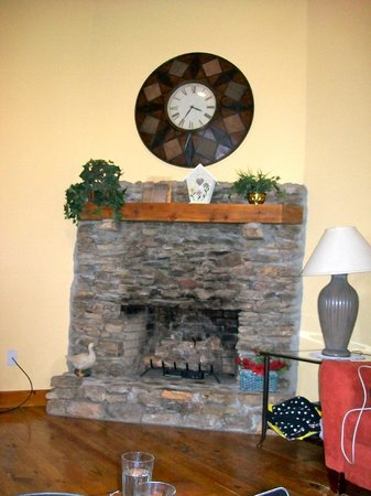 Lake Cumberland Resort:                   Fireplace
