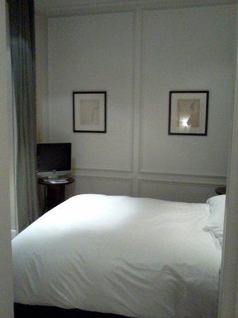 Hotel de la Tremoille:                   寝室