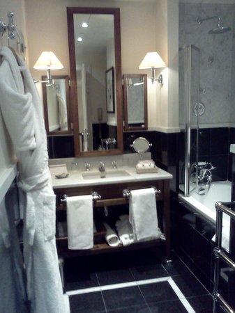 Hotel de la Tremoille:                   バスルーム