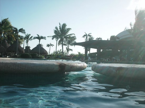 Mayan Palace Riviera Maya: pool needing fixed
