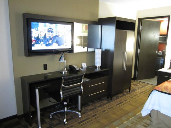 Sabal Hotel Orlando West:                   TV and Desk