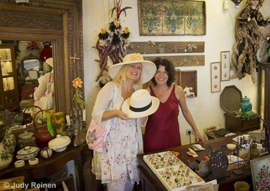 Art Food & Shopping on Santorini -  Day Tours: Hat shopping