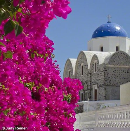 Art Food & Shopping on Santorini -  Day Tours: Church and flowers