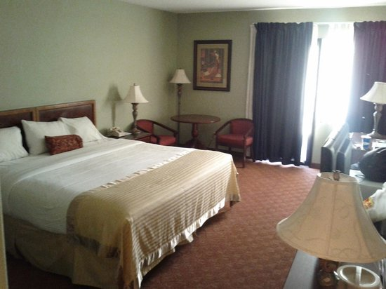 Ramada Plaza Garden Grove/Anaheim South:                   Bed
