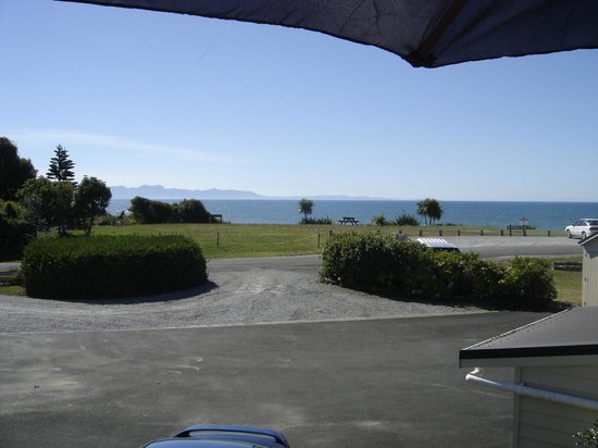 Pohara Beachfront Motel:                   View from units 4,5 and 6