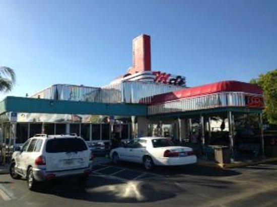 Mel's Diner :                   Outside View