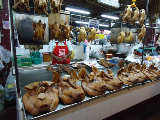 Trat Province, Tajlandia:                   Trat - Butchers Display