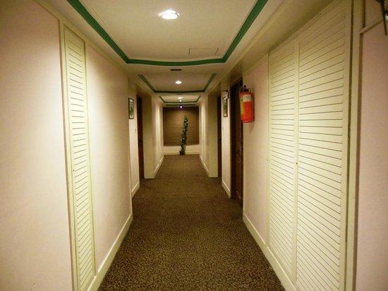 Royal Court:                   Corridor