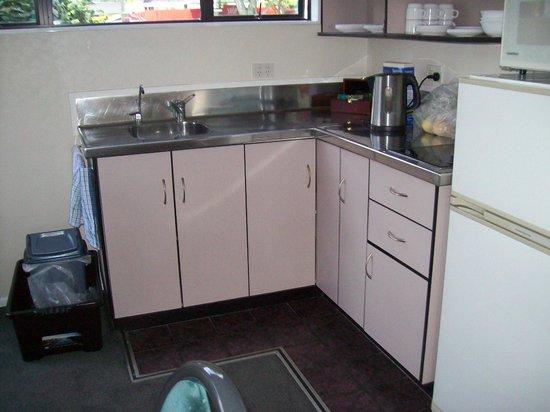 Shadzz Motel & Conference Centre :                                                       kitchen