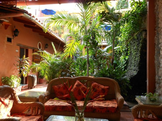 Hotel 3 Banderas:                   One of two courtyards