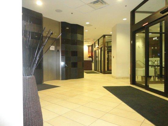 Bond Place Hotel:                   Lobby
