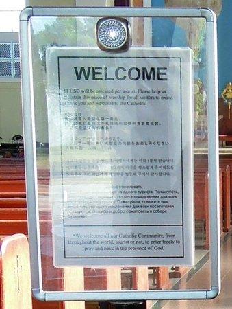 Dulce Nombre de Maria Cathedral Basilica:                   웰컴보드. 귀하의 방문을 환영합니다. 여행자에게는 USD $1을 받습니다.