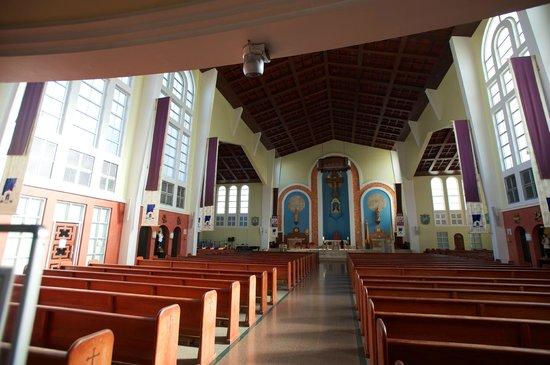 Dulce Nombre de Maria Cathedral Basilica:                   성당 내부