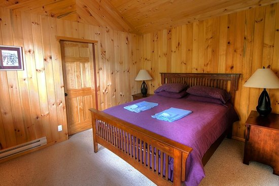 Desolation Resort: Bedroom of one of the chalets