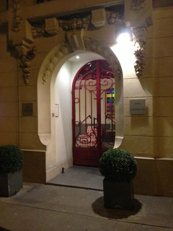 La Manufacture:                   夜の玄関
