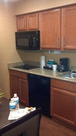 Homewood Suites by Hilton Cedar Rapids North :                   Kitchen Area
