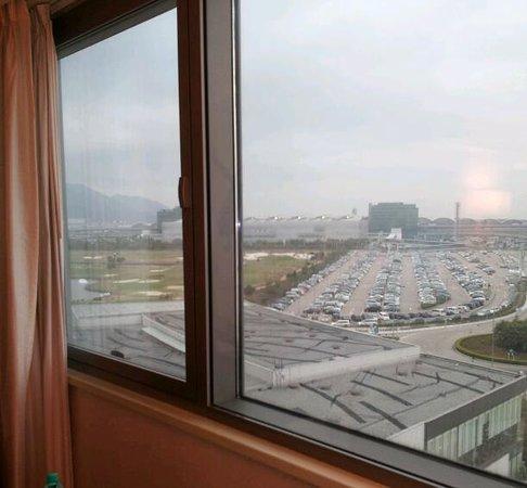Hong Kong SkyCity Marriott Hotel:                   香港国際空港方面の景色