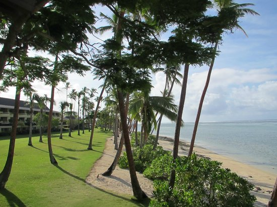 Shangri-La's Fijian Resort & Spa:                   lawn between rooms and sea