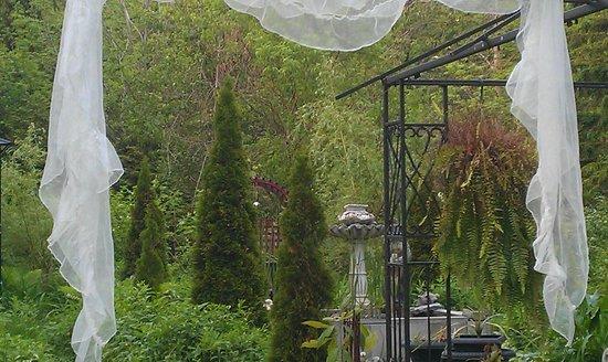 Colborne Guest House: West Garden