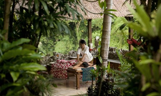 Pita Maha Resort and Spa: Open air spa treantment