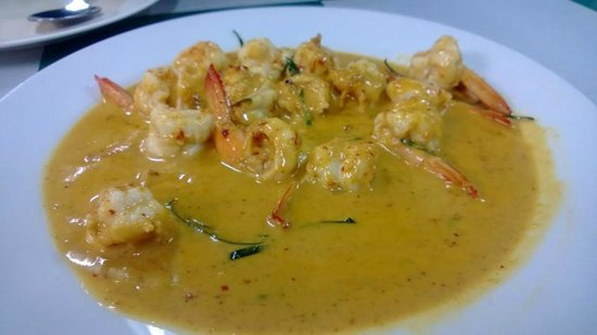 Mengrai Seafood:                   Shrimp in Red Curry !