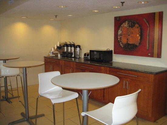 Rodeway Inn: Relax and enjoy a cup of joe...