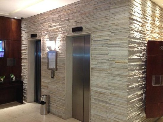 Four Points by Sheraton Curitiba :                                     Elevators in the lobby