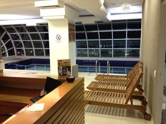 Four Points by Sheraton Curitiba:                                     Pool area