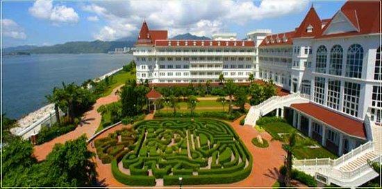 Hong Kong Disneyland Hotel :                                     Exterior