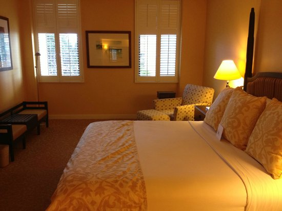 Hilton Hawaiian Village Waikiki Beach Resort :                   Master bedroom in our two bedroom condo