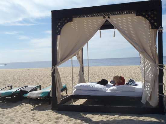 Pueblo Bonito Pacifica Golf & Spa Resort:                   Beach bed