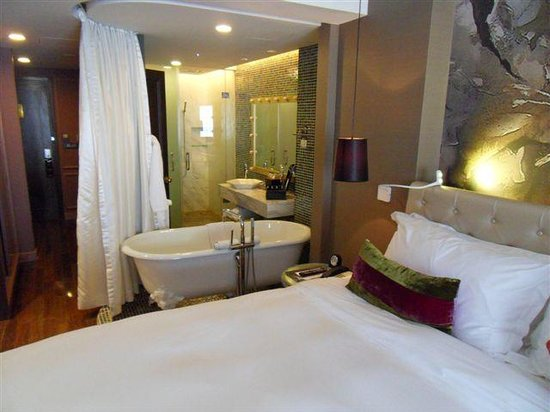 Hotel de l'Opera Hanoi - MGallery Collection:                   Funky Room with Bath next to bed