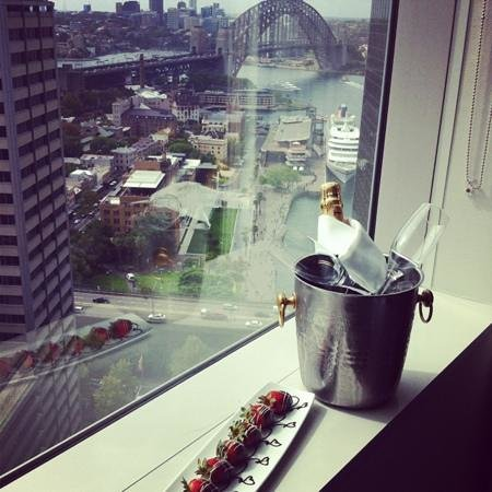 Sydney Harbour Marriott Hotel at Circular Quay:                   Romance & Fun at the Marriott