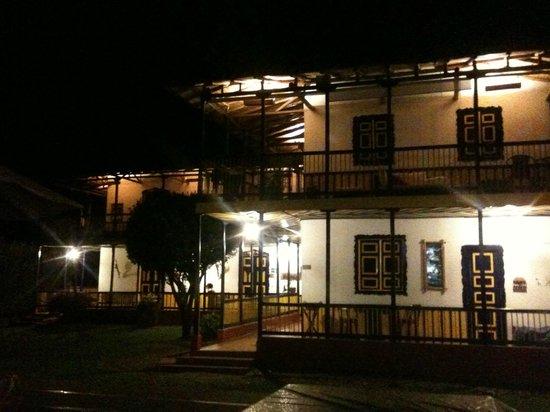 أسيندا كومبيا:                                     Hacienda Combia                                  