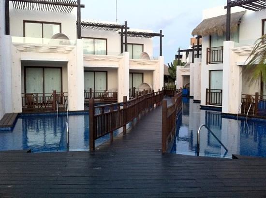 Azul Beach Resort Riviera Maya:                   swim ups by building 7 & 8