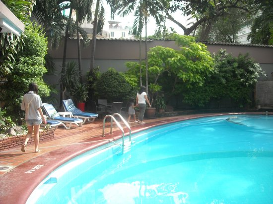The Manhattan Sukhumvit Bangkok:                   プライベートプール感覚で過ごせるプール