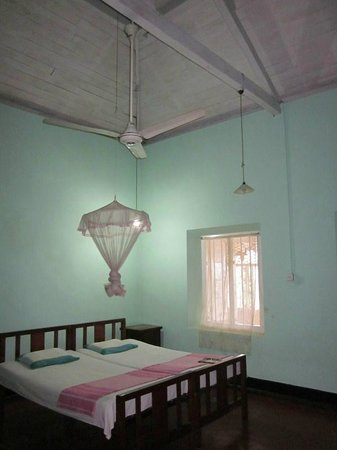 Deniyaya Rest House:                   bedroom