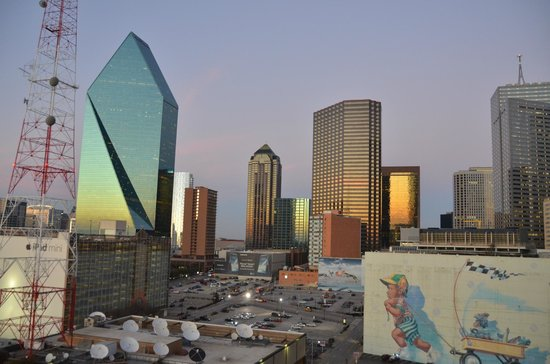 Crowne Plaza Hotel Dallas Downtown:                   View from the Crowne Plaza Dallas Downtown balcony at dusk