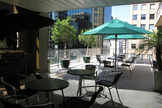 Adina Apartment Hotel Melbourne:                   Outdoor area beside pool